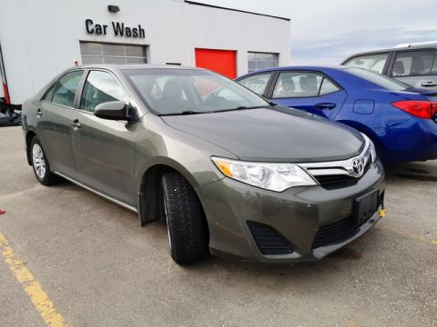 Pre-Owned 2014 Toyota Camry LE / Crown Original / Clean Carproof / Lease Return / Great Condition
